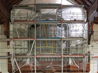 Seit Mitte Mai eingerüstet: Die Nordwand der Bergkirche