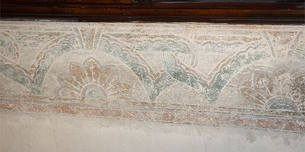 Ornamentfries unter der Orgelempore